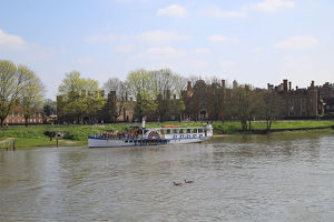 Yarmouth Belle paddle steamer outside Hampton Court, River Thames, UK