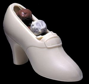 White chocolate shoe with truffles